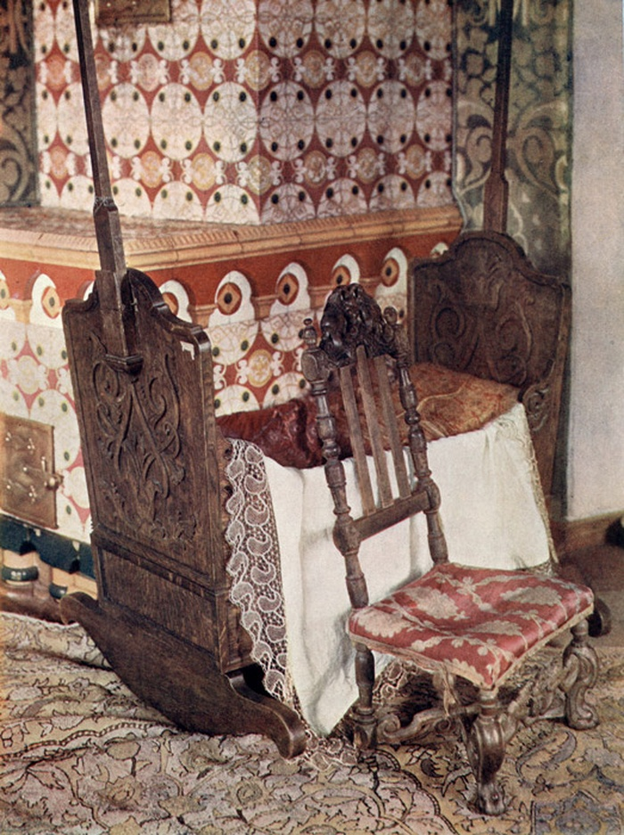 The cradle and chair, according to legend, belonged to Tsar Mikhail Fedorovich